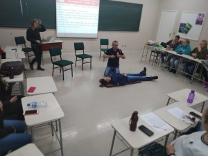 demonstracao_massagem_cardiaca