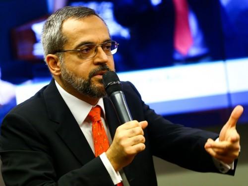 O ministro da Educação, Abraham Weintraub, participa de audiência pública na Comissão de Educação para prestar esclarecimentos sobre declarações a ele atribuídas.