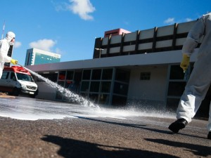 Forças Armadas promovem ação de desinfecção no Hospital Regional da Asa Norte (HRAN), uma das medidas adotadas para prevenir a contaminação pelo novo coronavírus