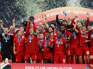 Soccer Football - Club World Cup - Final - Liverpool v Flamengo - Khalifa International Stadium, Doha, Qatar - December 21, 2019  Liverpool's Jordan Henderson lifts the trophy as they celebrate after winning the Club World Cup  REUTERS/Kai Pfaffenbach