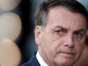 O presidente do Brasil, Jair Bolsonaro, deixa o Palácio da Alvorada, em meio ao surto da doença por coronavírus (COVID-19), em Brasília, Brasil, em 20 de abril de 2020. REUTERS / Ueslei Marcelino