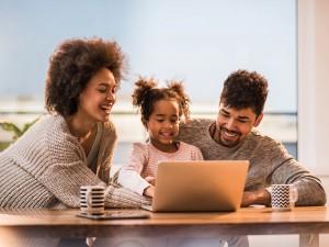 internet crianças tecnologia casal casais filhos