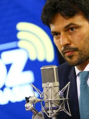 O ministro das Comunicações, Fábio Faria, participa do programa Voz do Brasil.