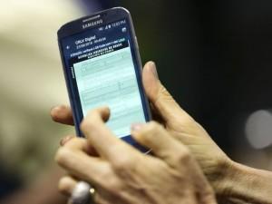 A diretora-presidente do Serpro, Glória Guimarães, apresenta a versão digital do Certificado de Registro e Licenciamento de Veículo (CRLVe).