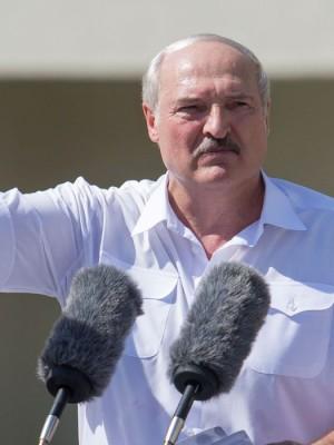 2020-08-17t143256z_1_lynxnpeg7g0z2_rtroptp_4_belarus-election