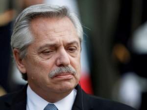 2020-03-20t004357z_1_lynxmpeg2j01p_rtroptp_3_france-argentina-presidents