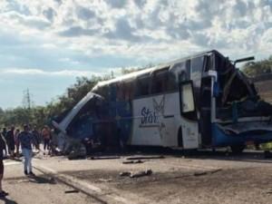 portaldocerrado-sobe-para-40-o-numero-mortos-em-acidente-no-interior-de-sp-onibus2-450x300