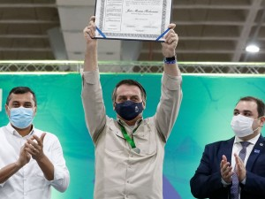 (Manaus-AM, 23/04/2021) Entrega de Título de Cidadão do Amazonas ao Presidente da República, Jair Bolsonaro. Foto: Alan Santos/PR