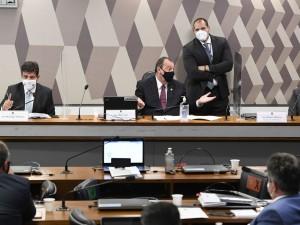 Comissão Parlamentar de Inquérito da Pandemia (CPIPANDEMIA) realiza oitiva do ex-ministro de Estado da Saúde.   A Comissão Parlamentar de Inquérito investiga ações do governo federal no enfrentamento da pandemia e aplicação de recursos da União transferidos para estados, Distrito Federal e municípios para essa finalidade. A reunião acontece no formato semipresencial por decisão do presidente do Senado Federal.   Mesa (E/D):  ex-ministro de Estado da Saúde, Luiz Henrique Mandetta;  presidente da CPIPANDEMIA, senador Omar Aziz (PSD-AM);  relator da CPIPANDEMIA, senador Renan Calheiros (MDB-AL).   Foto: Jefferson Rudy/Agência Senado